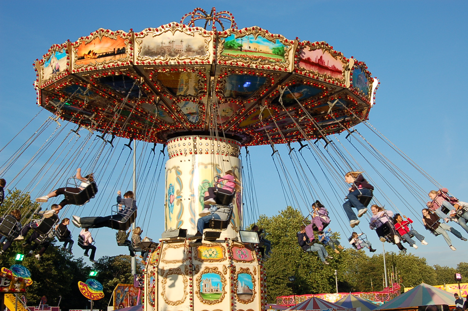 Wave swinger fairground ride hire and corporate funfairs for Chaise volante